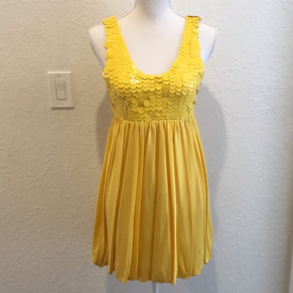 d3a0f0c1d6 Alice + Olivia Yellow bubble sequined top dress